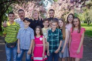 """""""Чужих дітей не буває"""": мукачівська сім'я виховує рідних і прийомних дітей (+Відео)"""